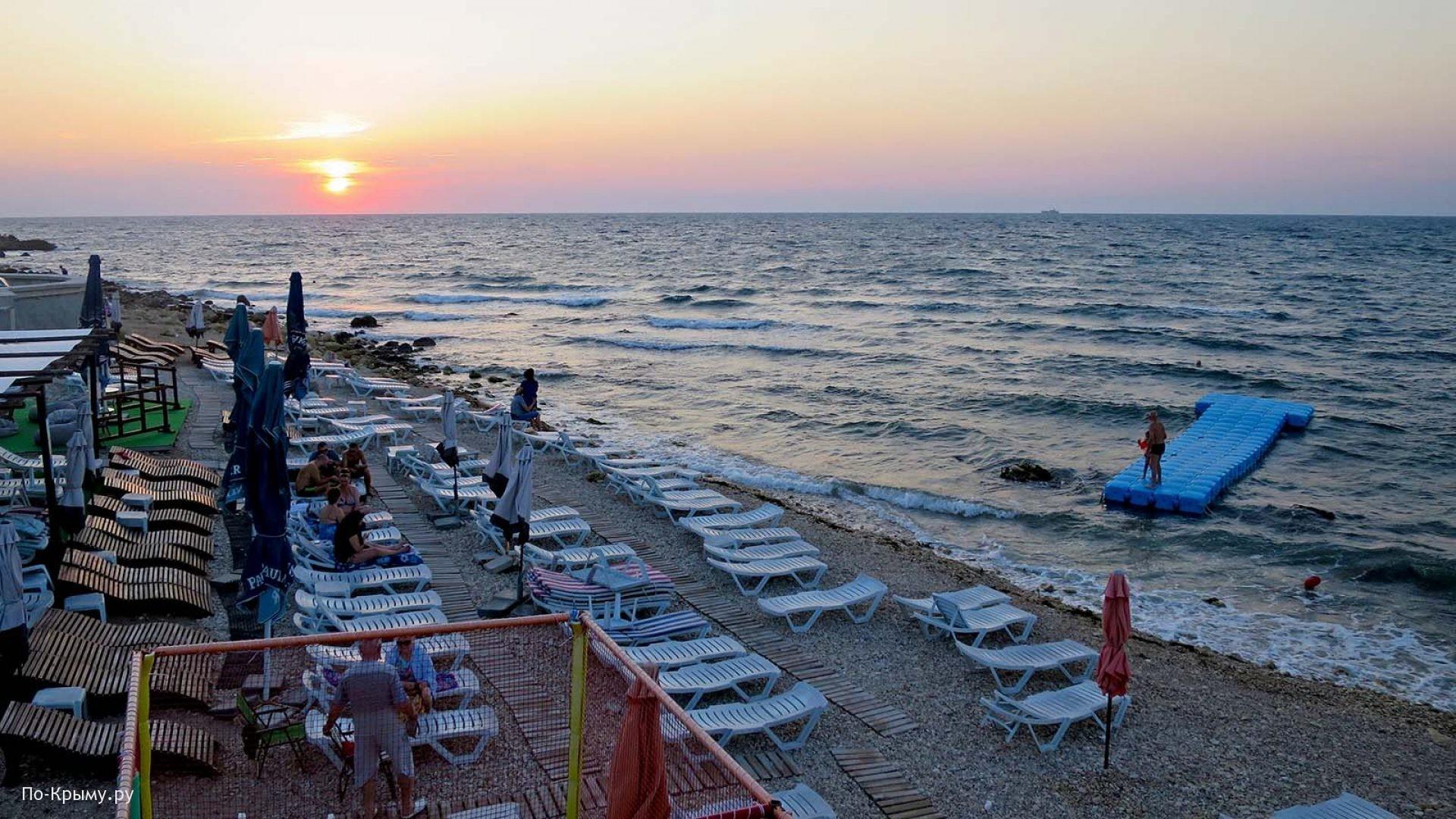 Обустроенные галечные пляжи Севастополя
