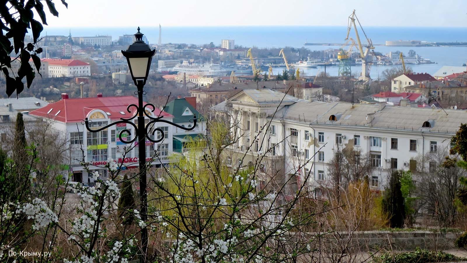 Вид на центральную часть Севастополя