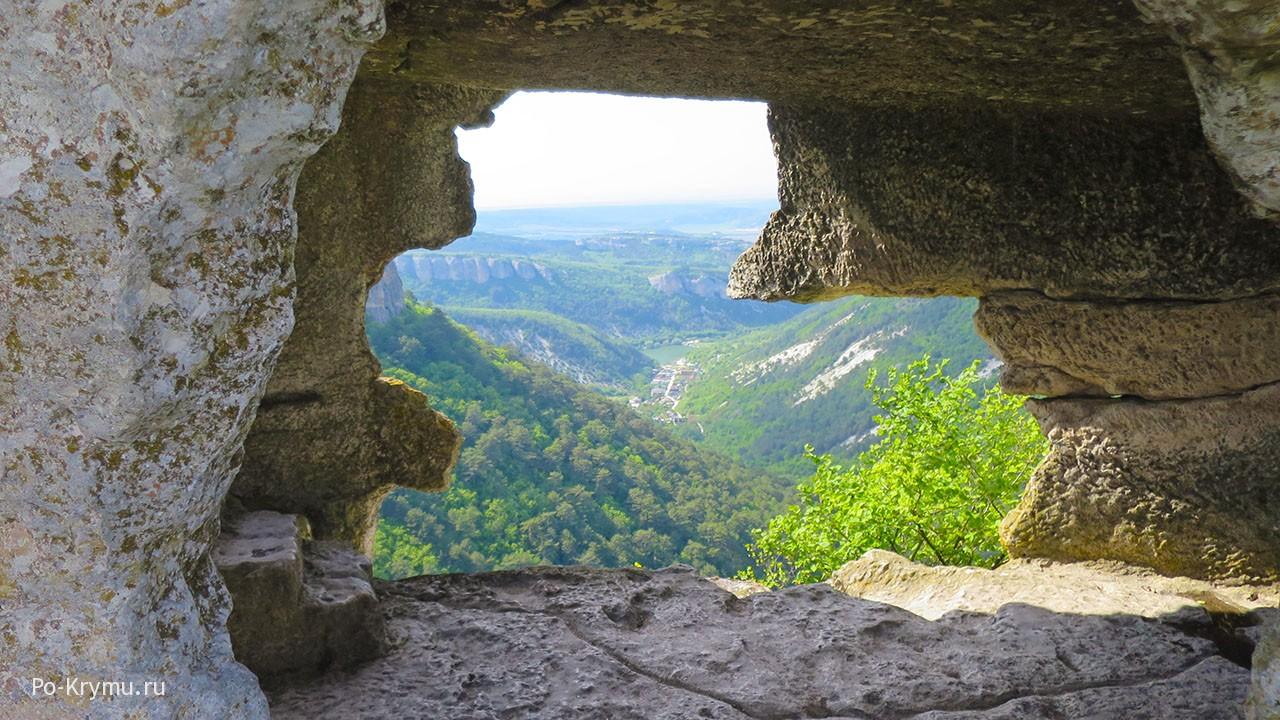 Фото пещерного города Мангуп Кале