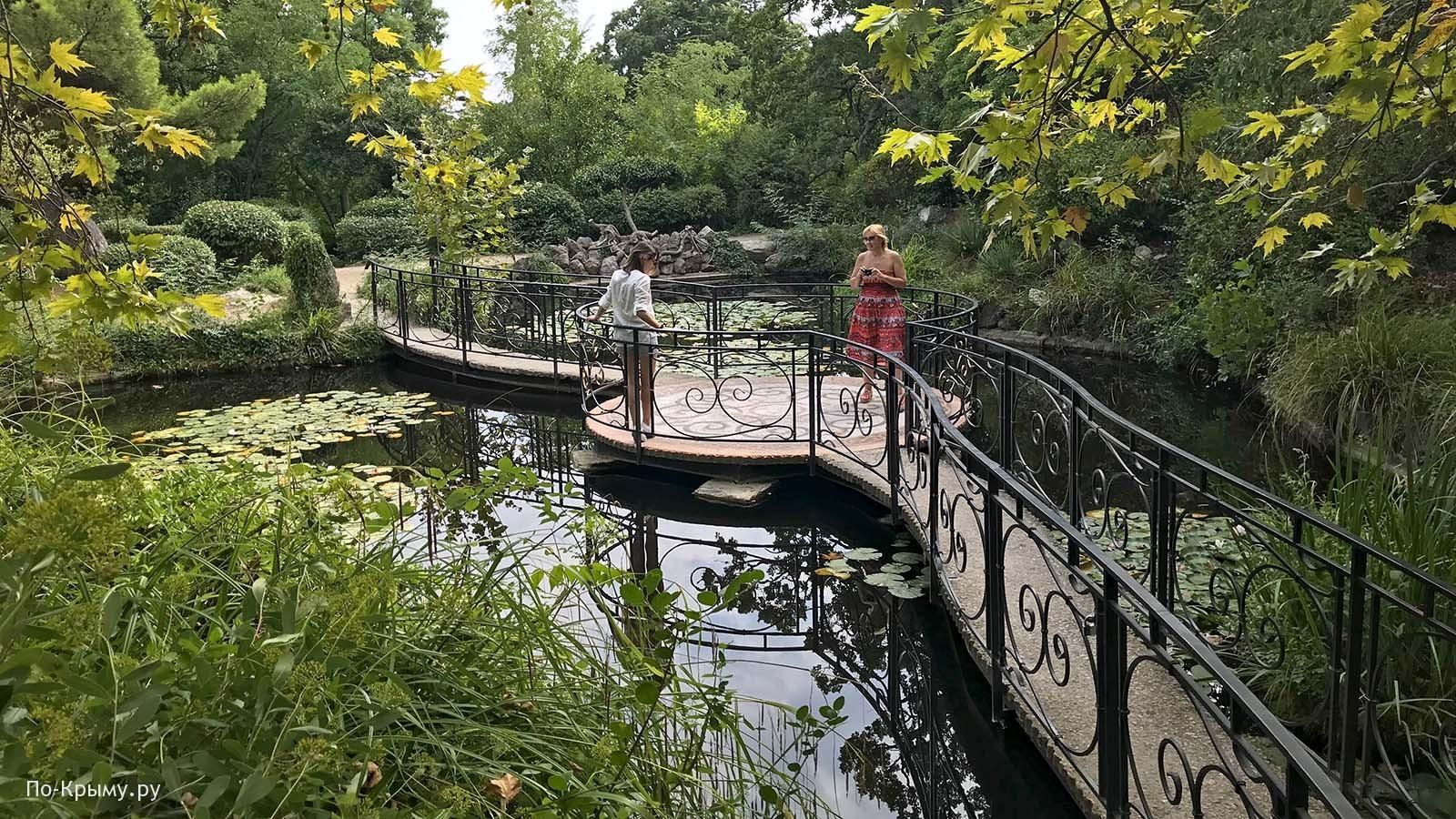 Старинный парк - главная достопримечательность Фороса