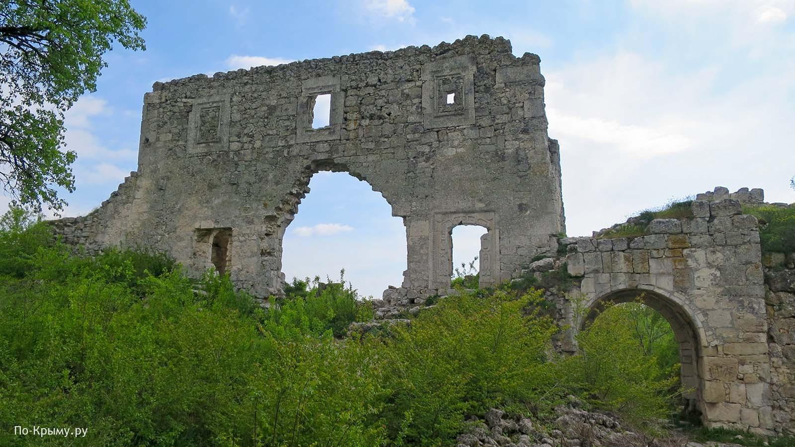 Башня у крепостных ворот Мангуп-Кале