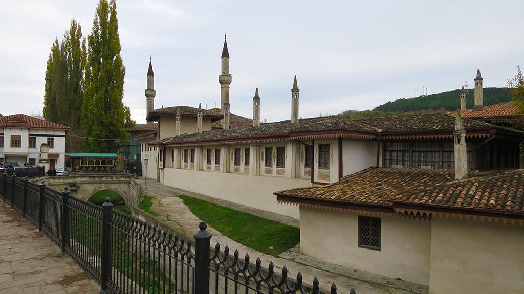 Вид дворца с главного входа.