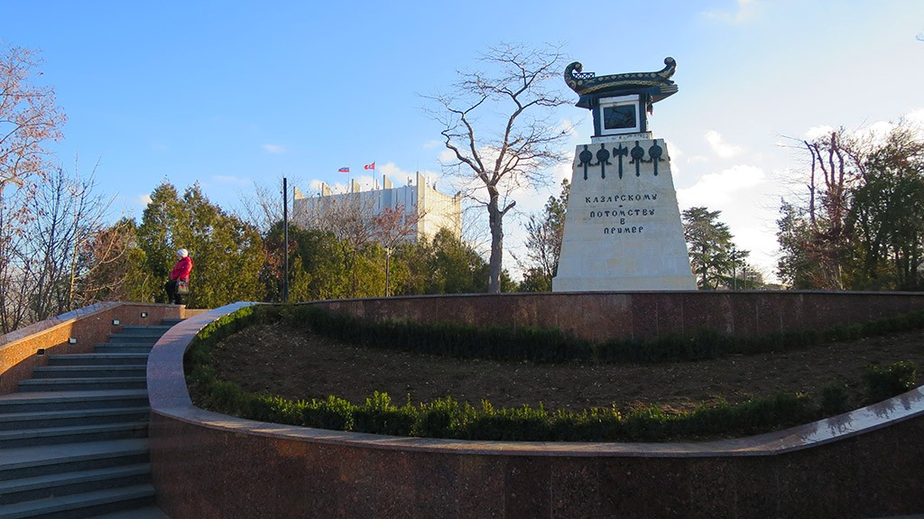 Памятник Казарскому - потомству в пример