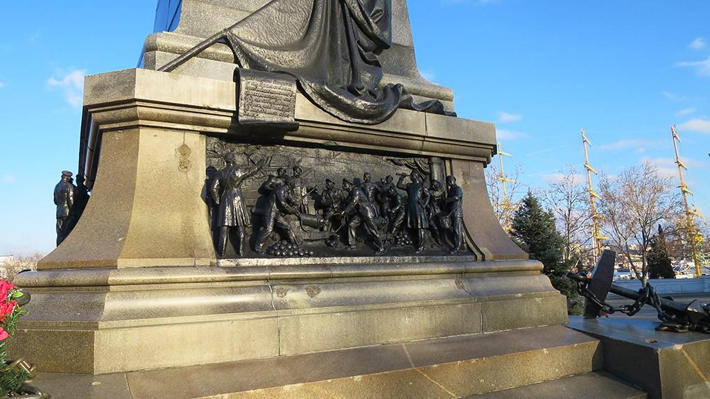Часть памятника Нахимову