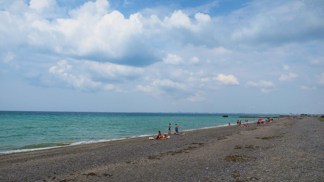 Мелкогалечный пляж у Евпатории