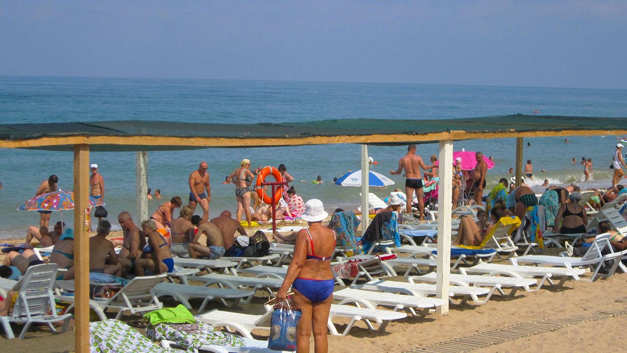 Пляж Учкуевка, июнь