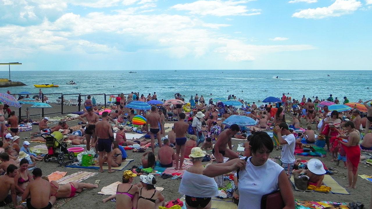 Многолюдные алуштинские пляжи