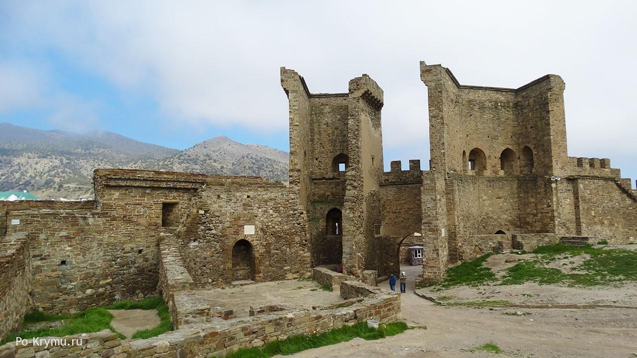Главные ворота судакской крепости