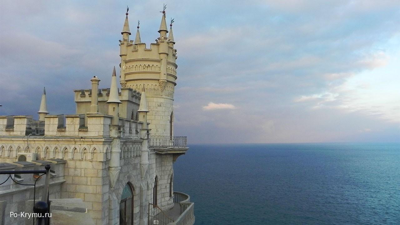 Ласточкино гнездо на закате, Крымский полуостров.
