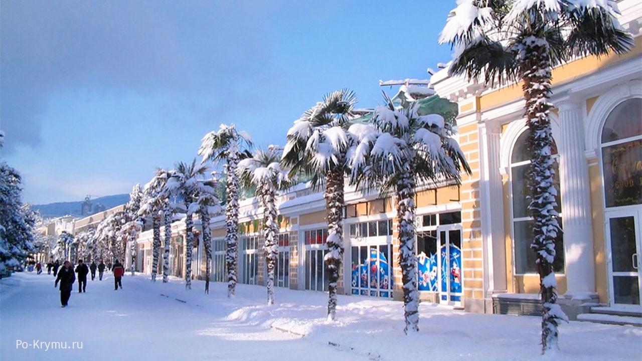 Красавица Ялта в снегу
