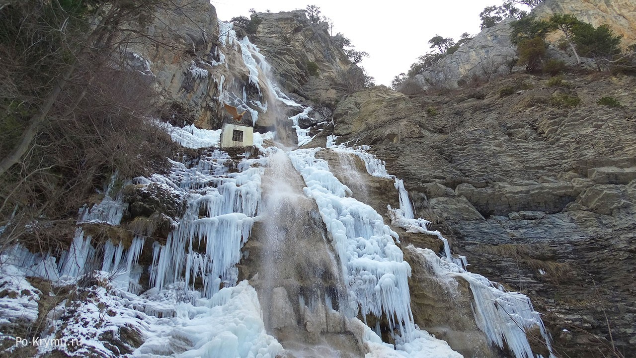 Водопад Учан-Су замерз