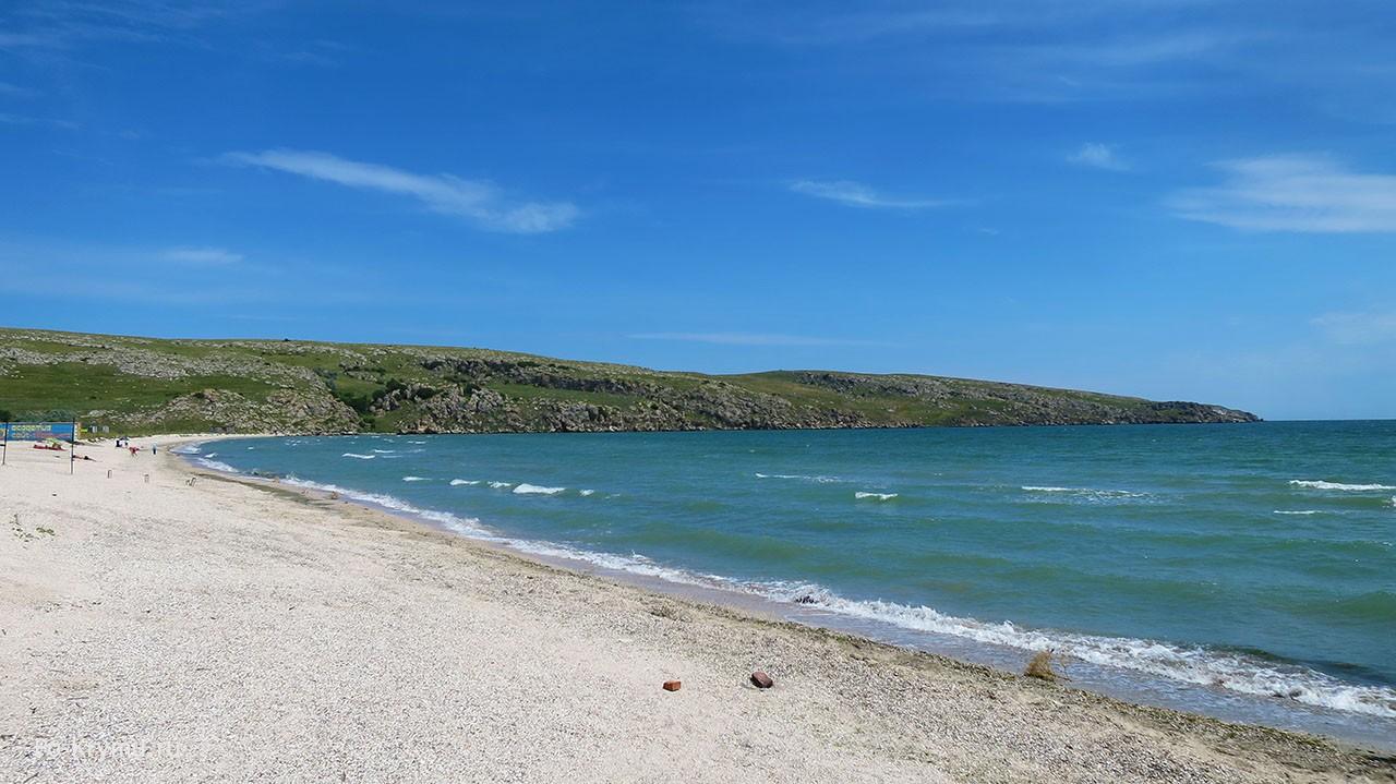 Мелкие ракушечные пляжи у Казантипского заповедника