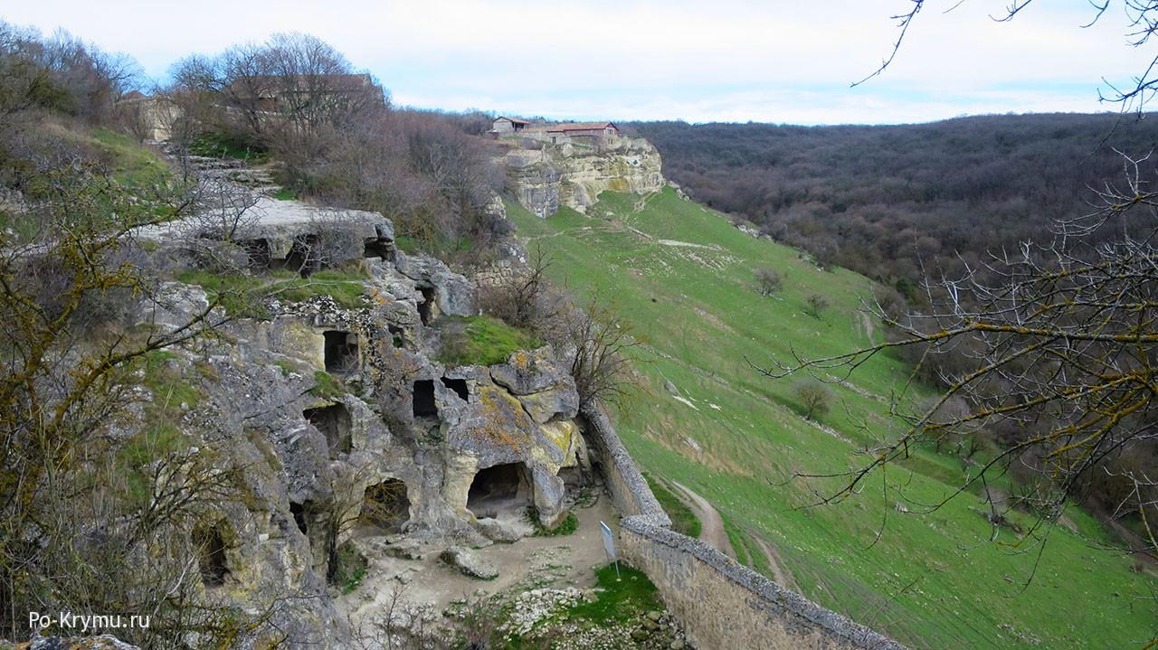 Многоярусные пещеры Чуфут-Кале