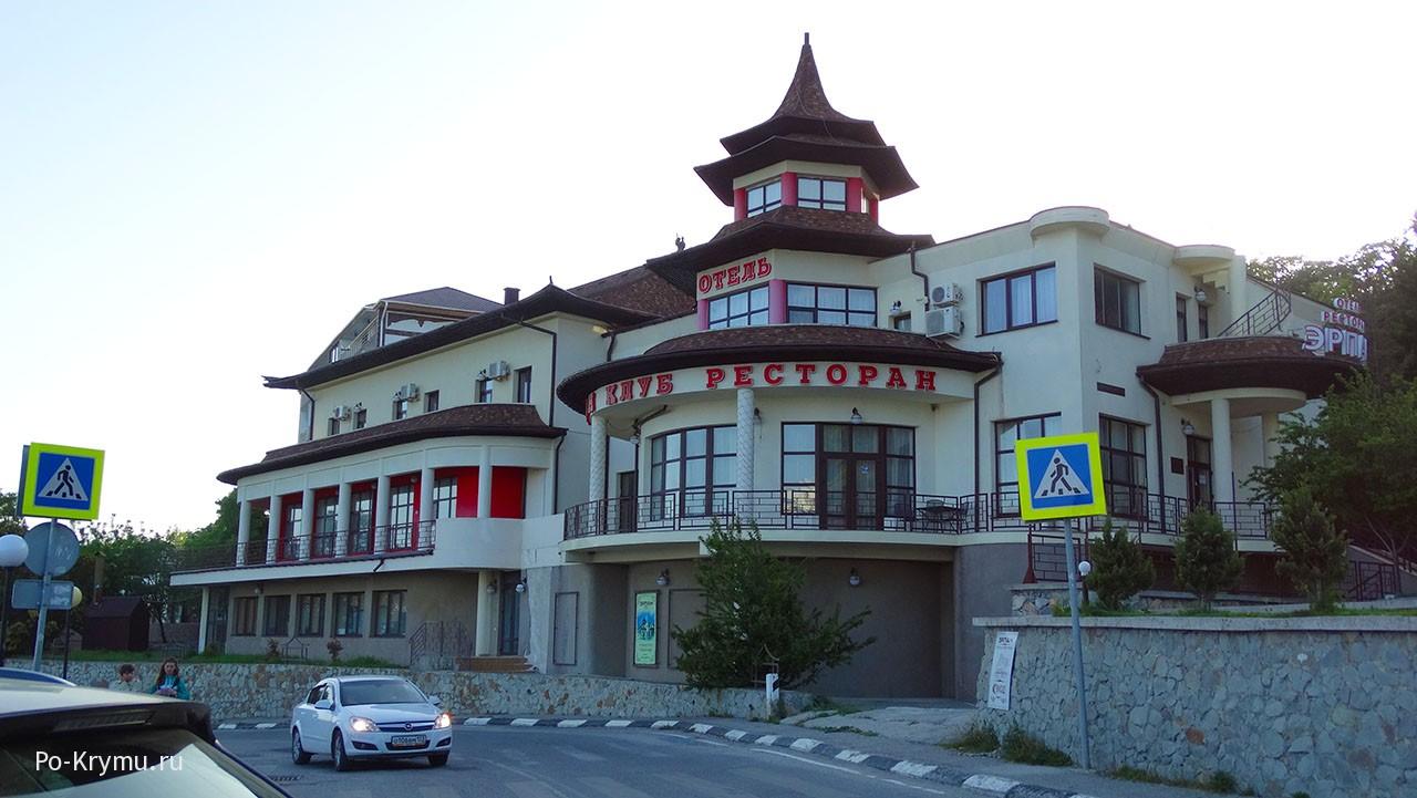 Отельно-ресторанный комплекс над морем