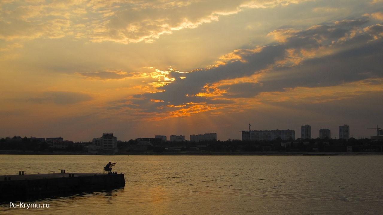 Золотой рассвет в бухте Омега