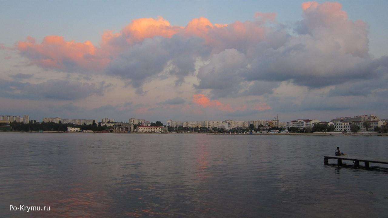 Акварельные облака над тихой бухтой