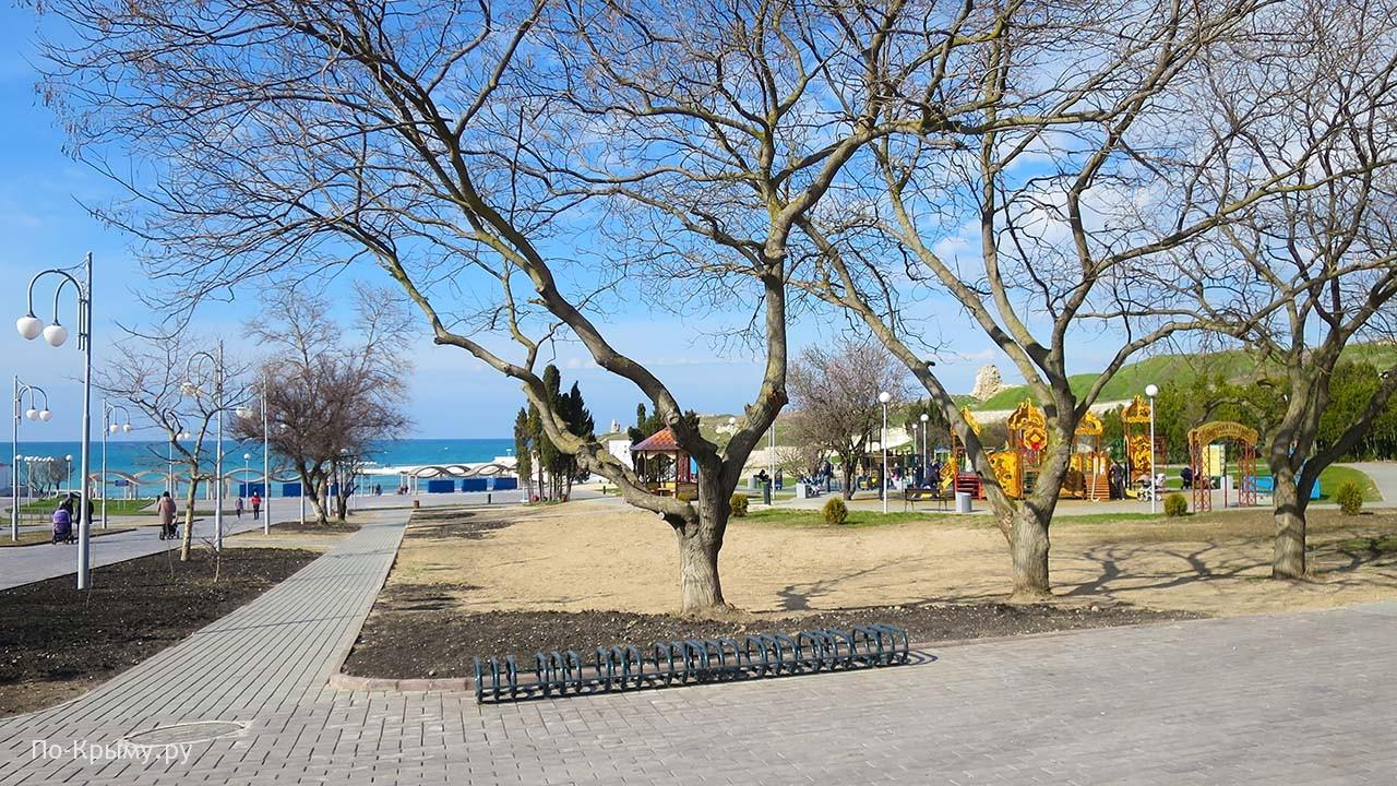 Через парк Ахматовой на Солнечный пляж