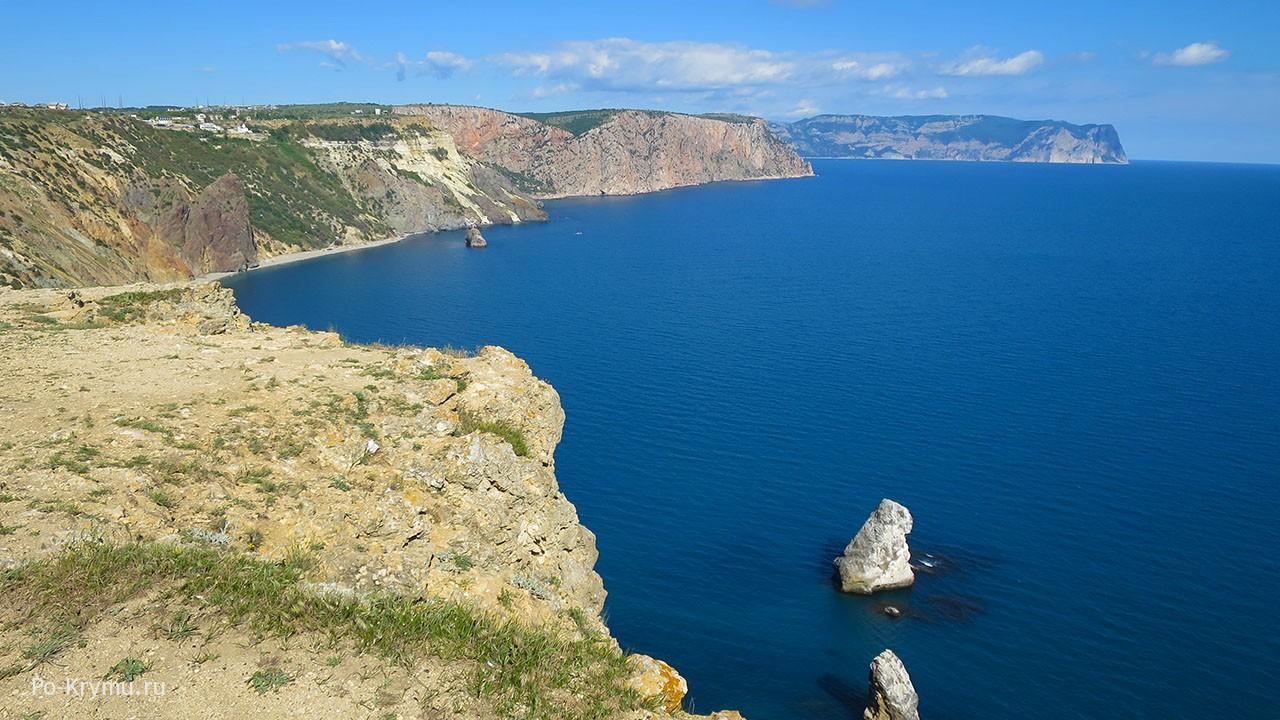 На фото достопримечательности Балаклавы - Фиолент и Яшмовый пляж.