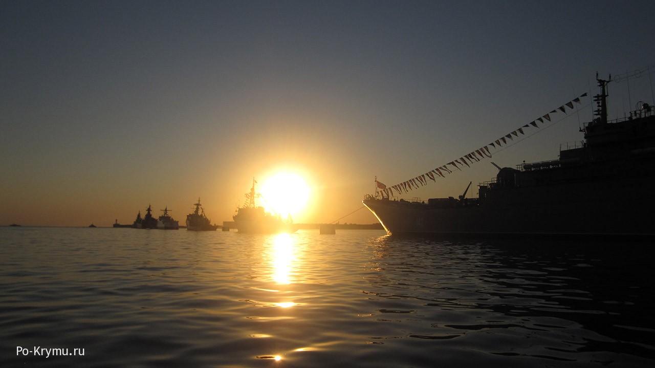 Военные корабли на севастопольском рейде