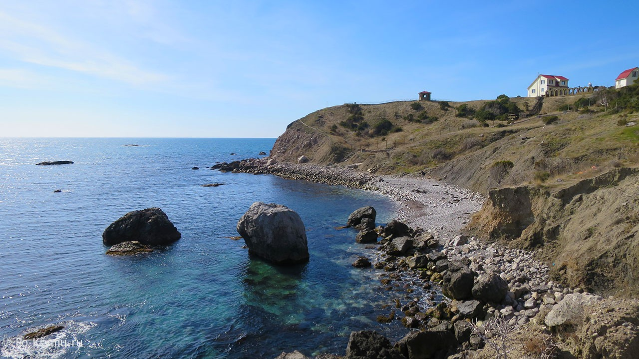 галечные-и-каменистые-пляжи-у-маяка