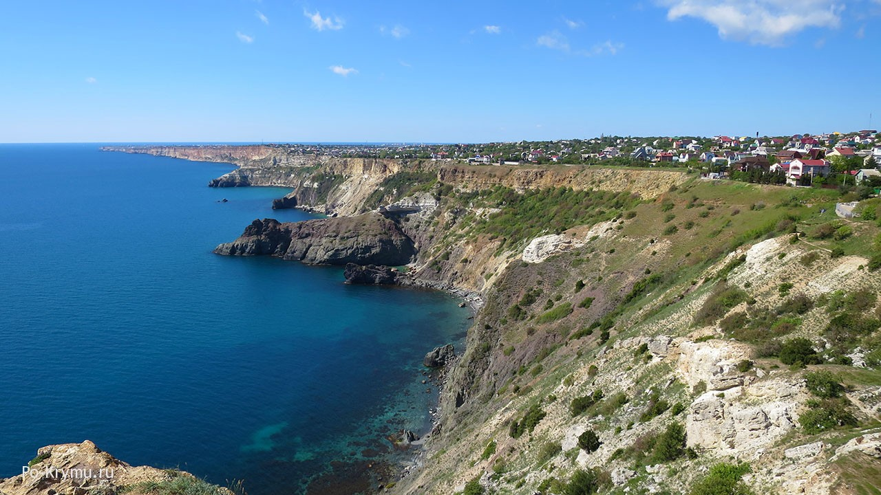 Пляж Патриот, красивые скалы севастопольского побережья
