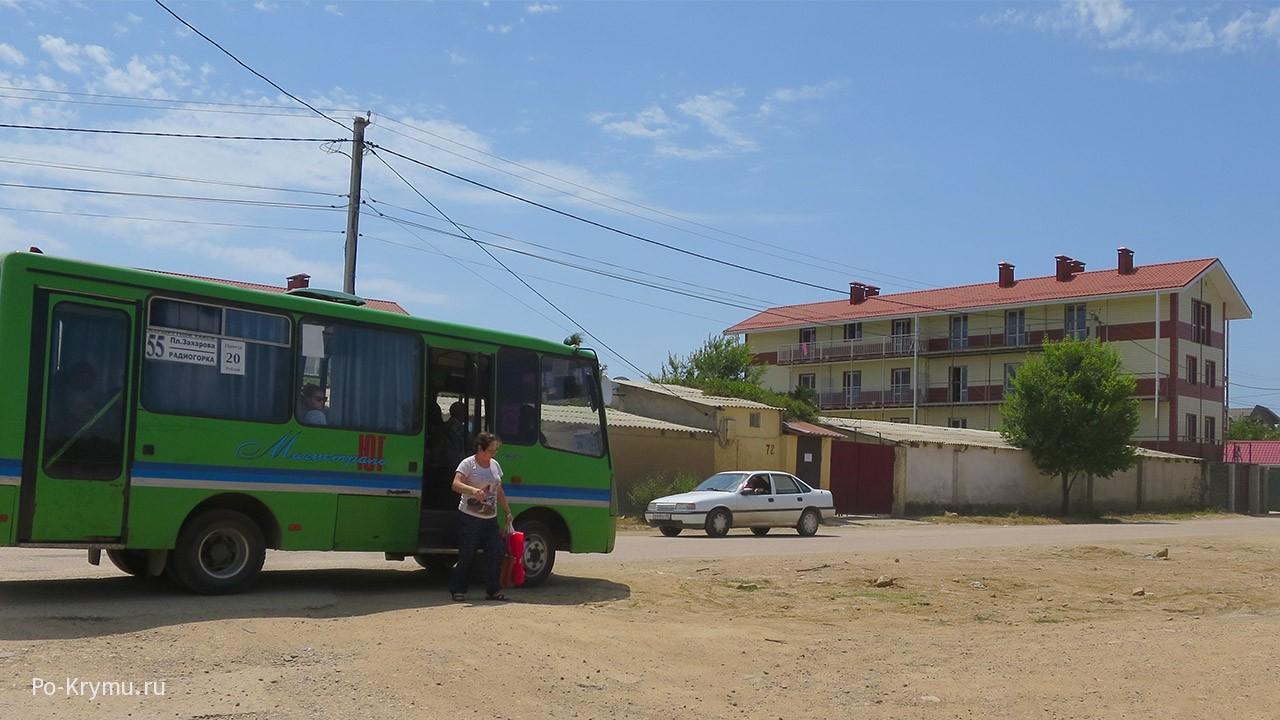 Общественный транспорт и жилье в наличии