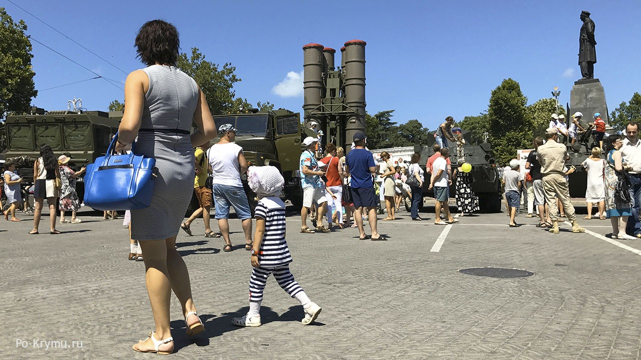 Площадь Нахимова на день ВМФ
