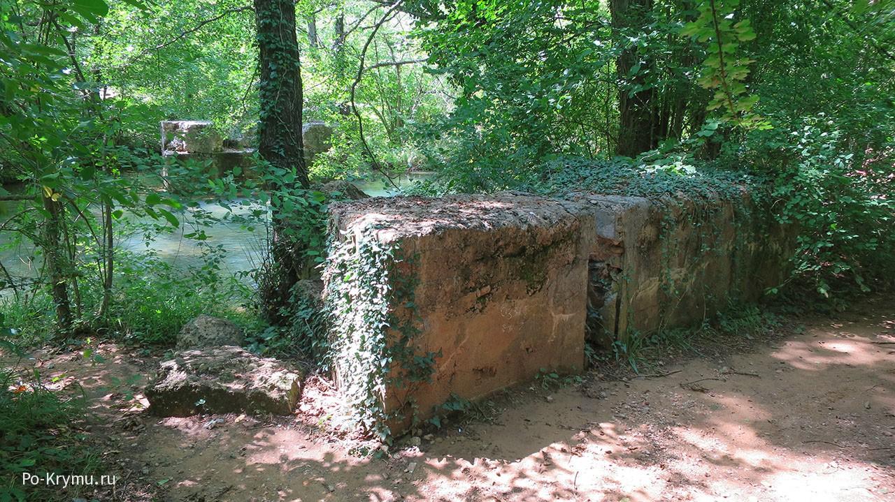 Все что осталось от немецкого моста через Черную речку.