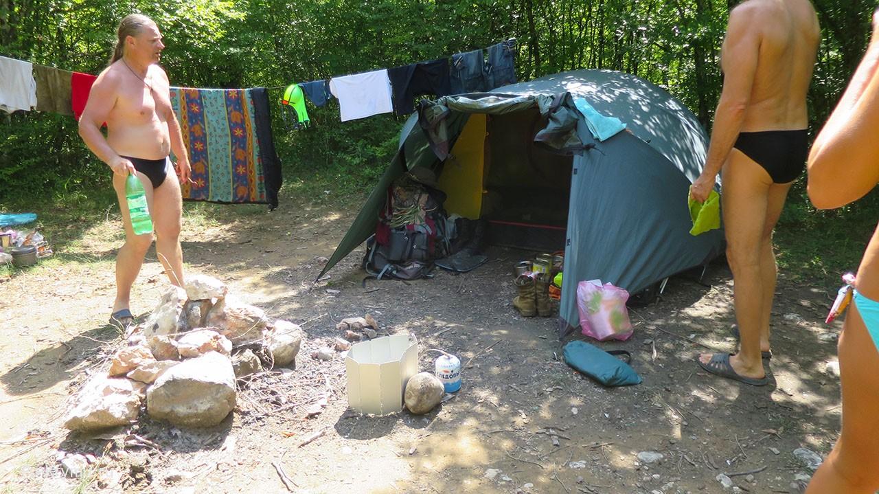Черная речка, Крым - отдых с палатками.