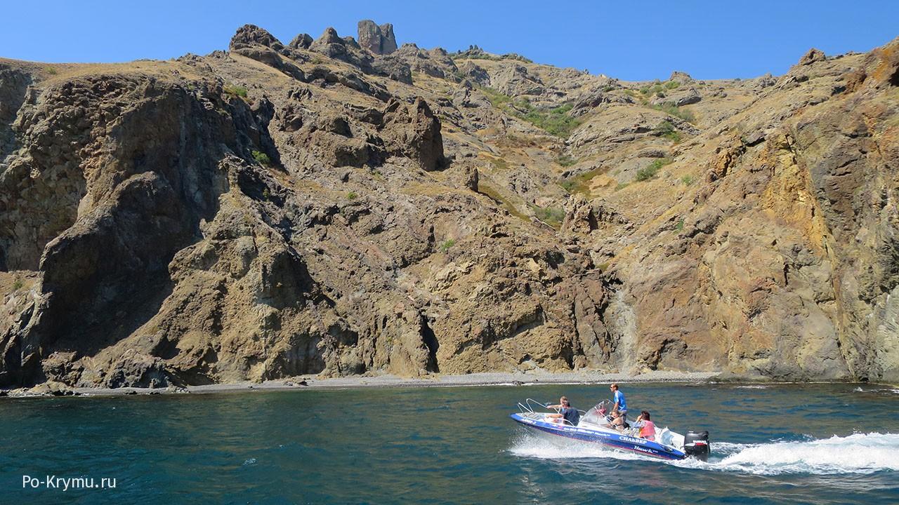 Древний вулкан Карадаг в Крыму