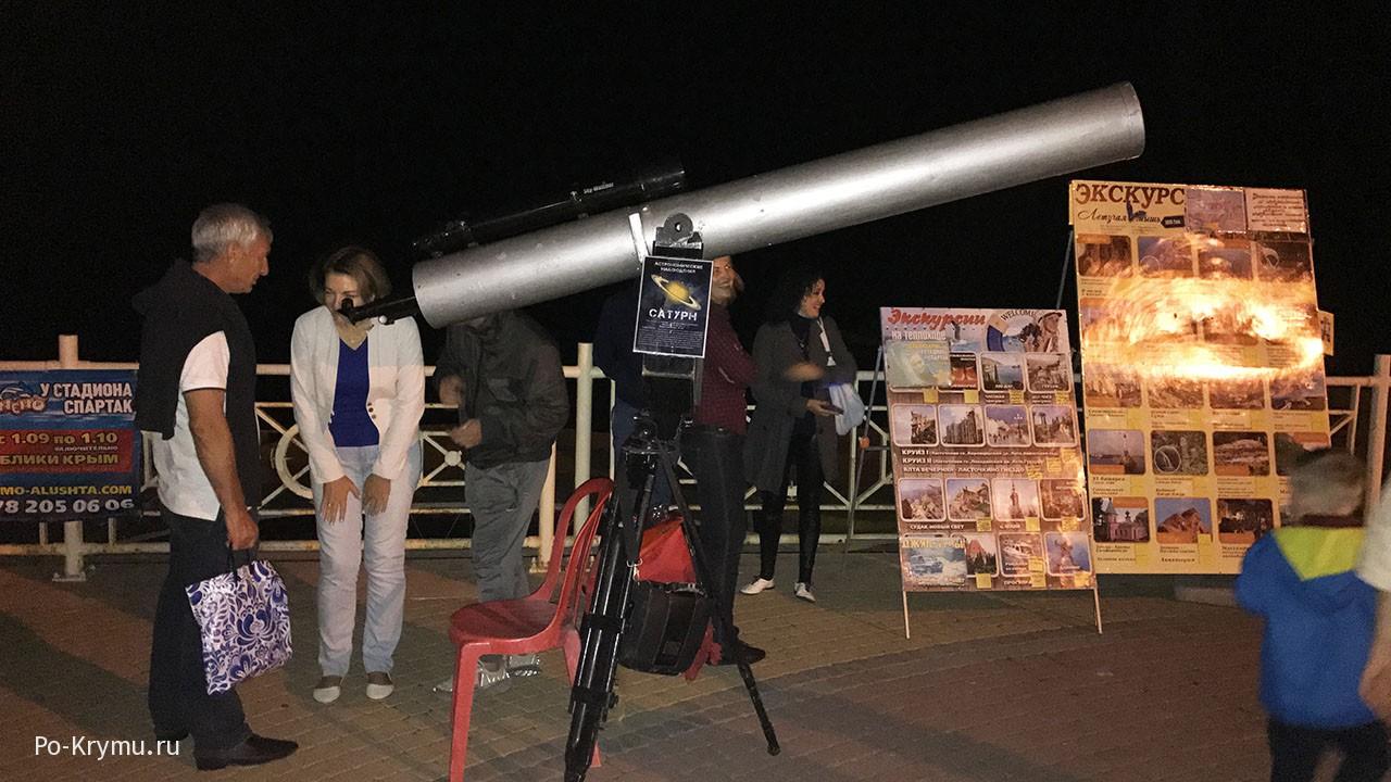 Телескоп на алуштинской набережной.