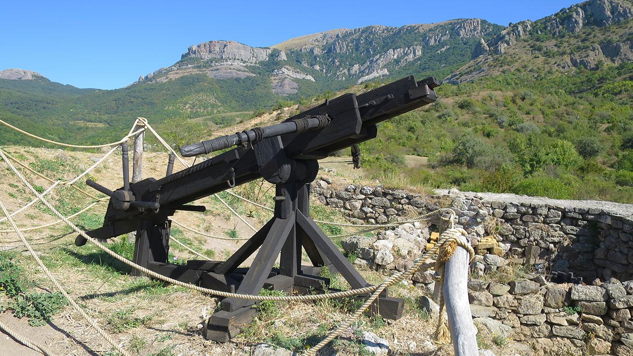 Реконструкция средневекового оружия.