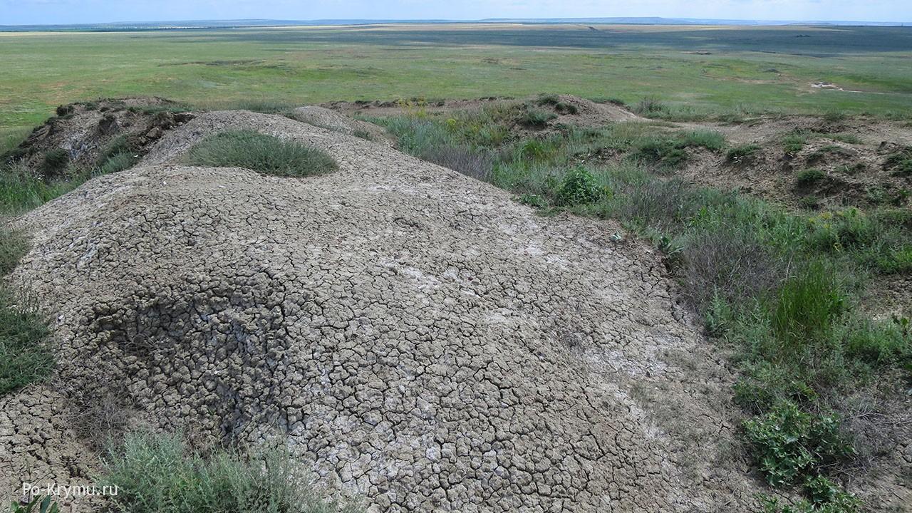 Фото вершины грязевого вулкана Джау-Тепе на Керченском полуострове