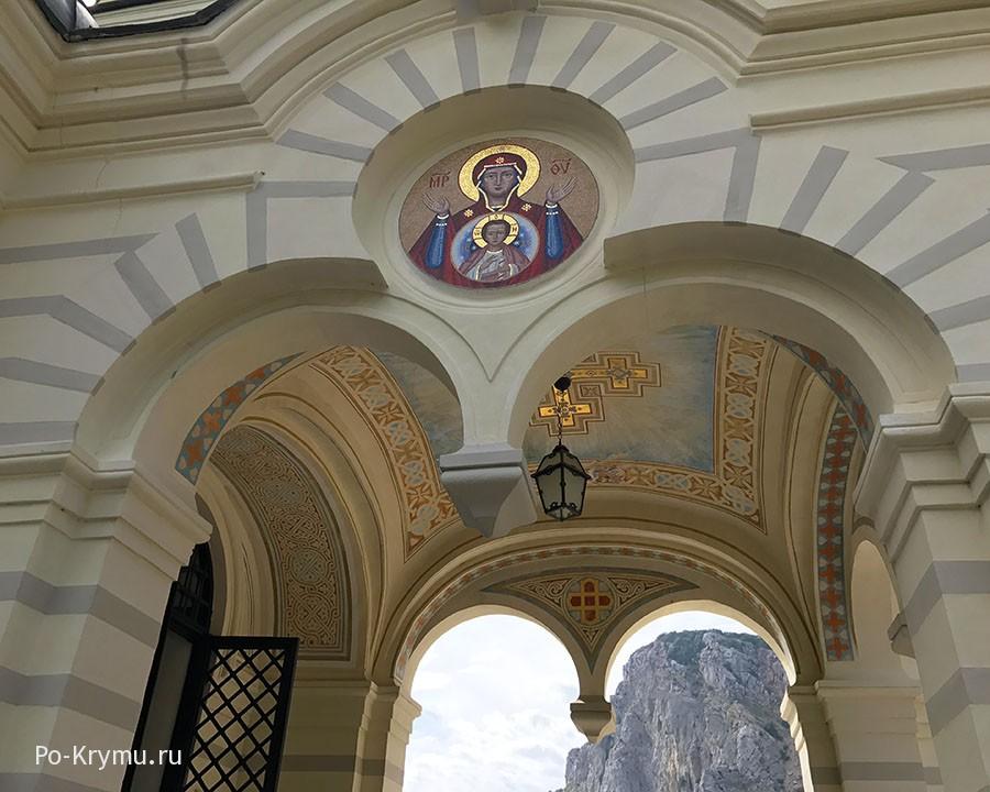 Храм над Форосом.