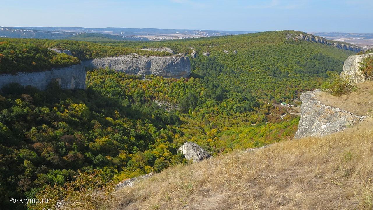 Крепость на вершине горы.