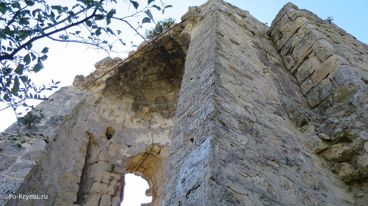 Средневековая крепость в Крыму.