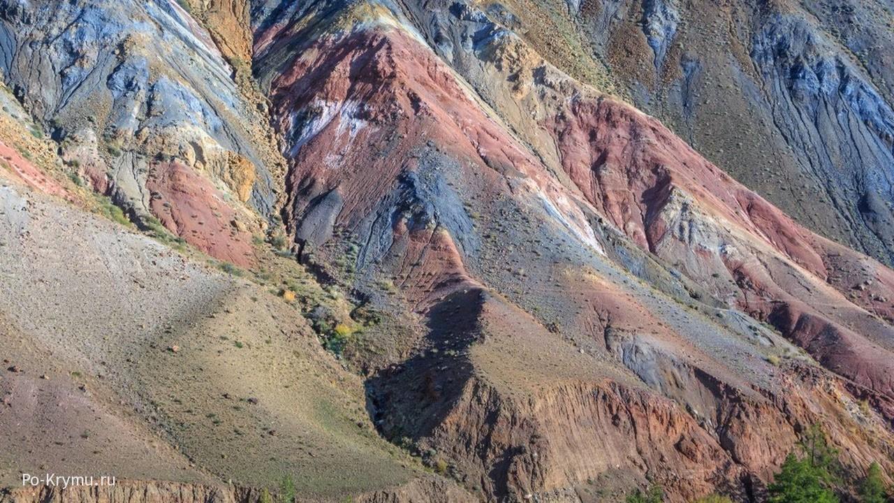 Разноцветные скалы Кызыл-Чина.