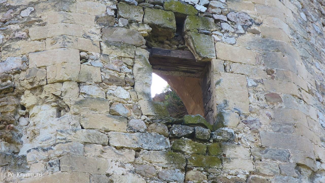 Фотографии, где видно толщину стен.