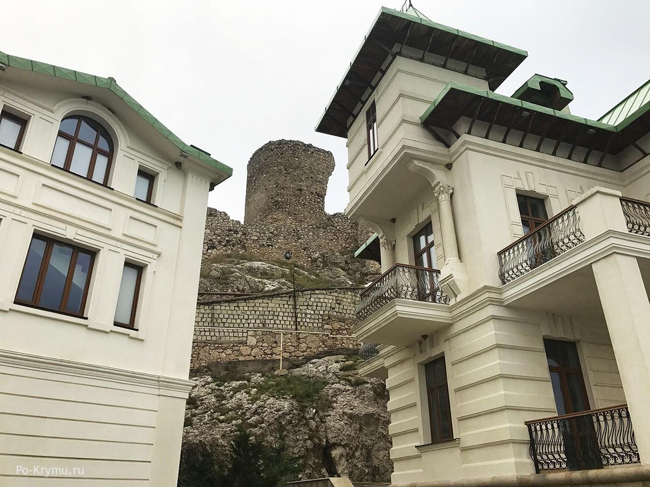 Одна из башен Чембало.