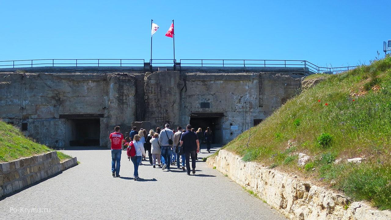 Береговая батарея 35, вход в подземную часть.