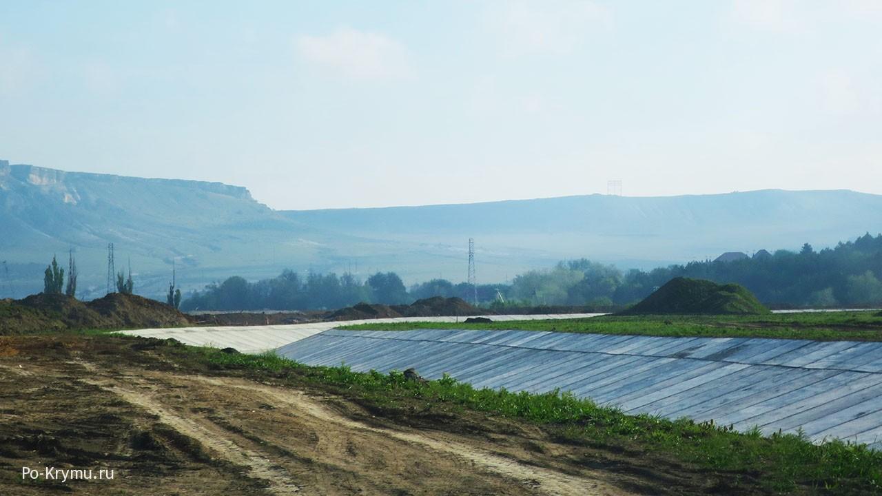 Строят канал в Белогорске.