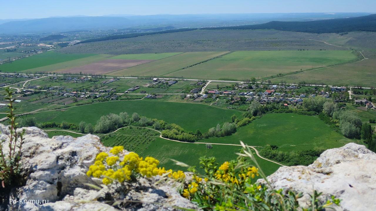 Высота Белой скалы (Белогорск) - 100 метров от подножия.