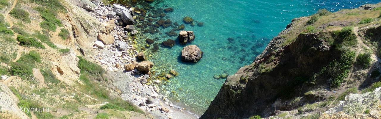 Сложный спуск к берегу у грота Дианы, но шикарный морской отдых