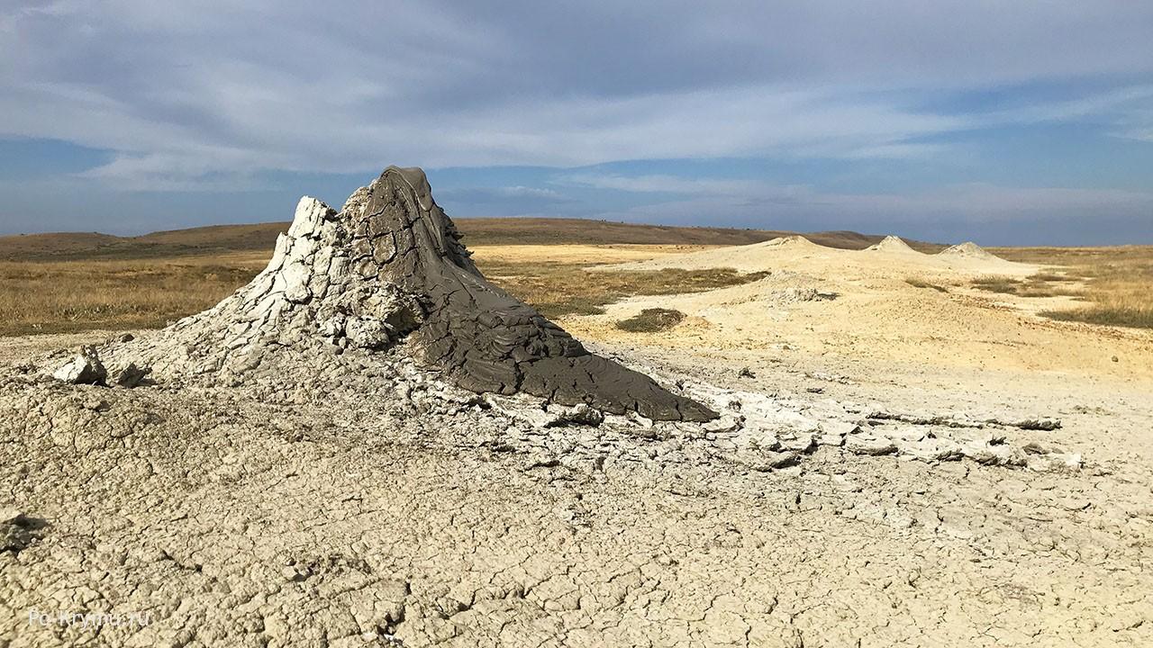 Грязевые фумаролы на Керченском полуострове.