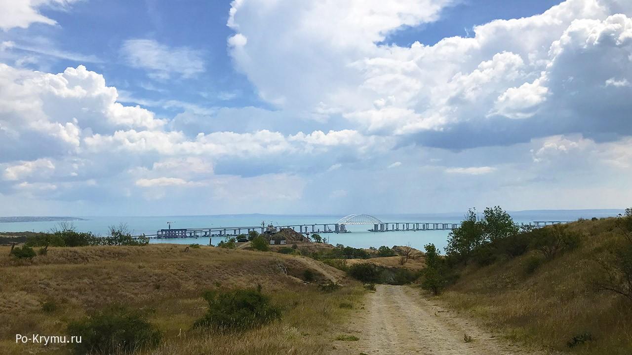 Вид на Крымский мост с Керченской крепости.
