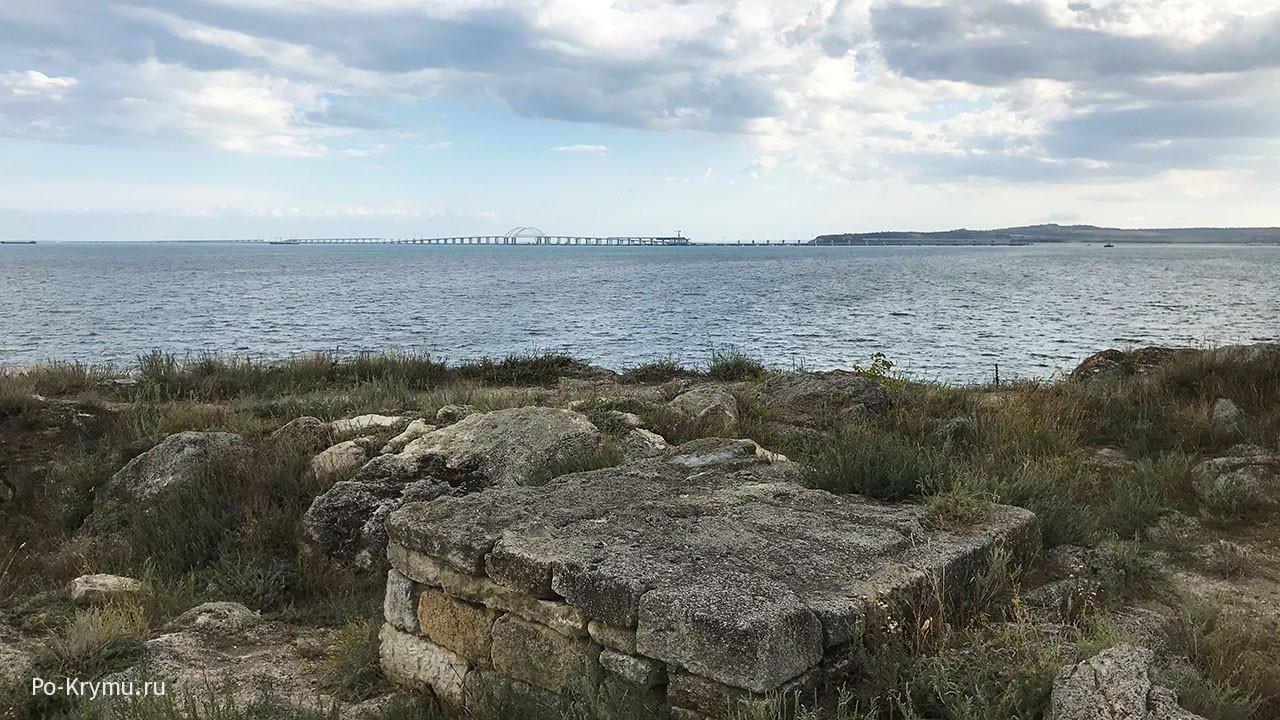 Вид с мыса карантинный на Крымский мост.