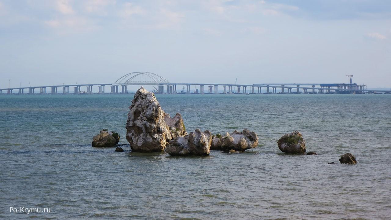 Фото с пляжа Семискалка на Крымский мост