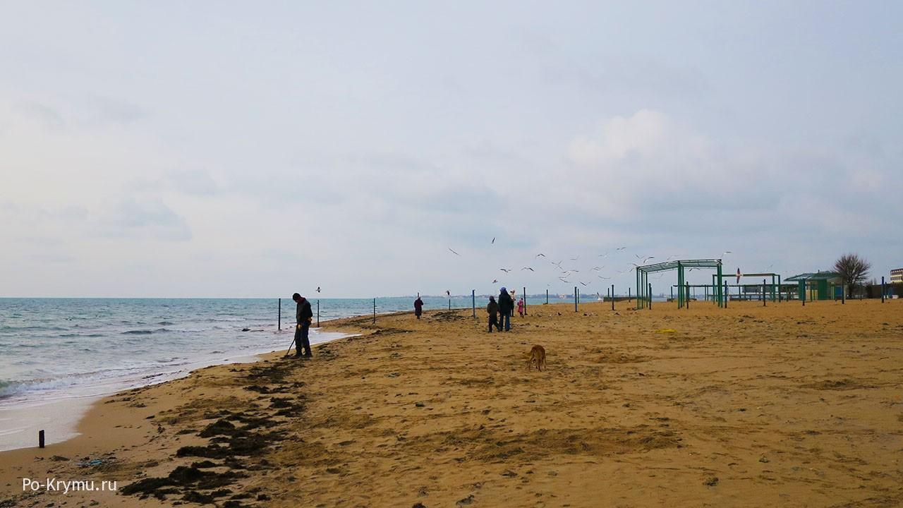 Евпатория, набережная Независимости пляж зимой.