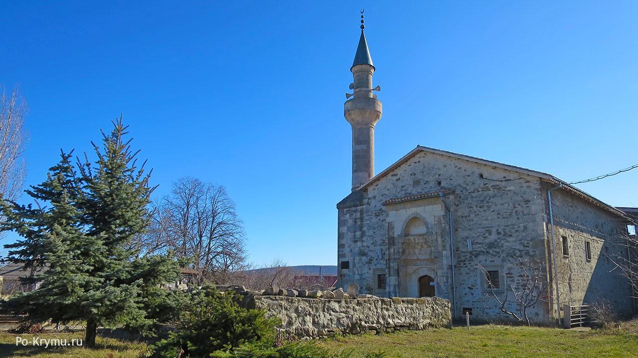 Действующая мечеть хана Узбека в Старом Крыму.