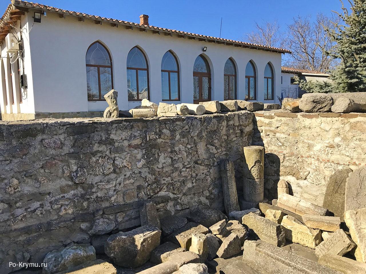 Старокрымские руины.